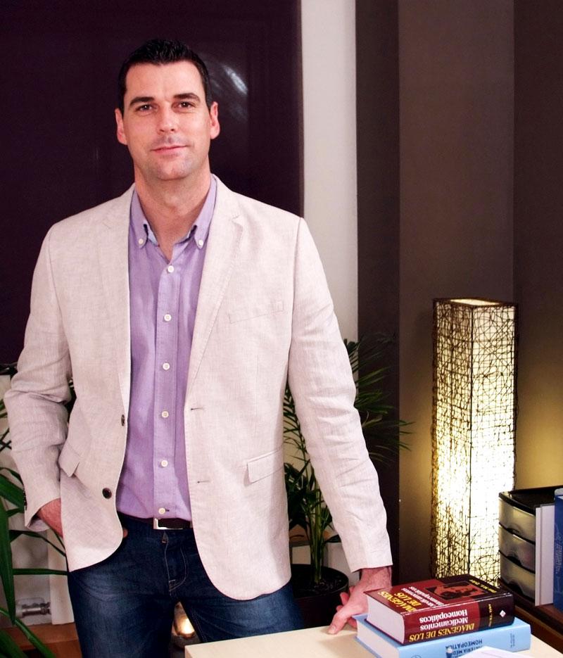 Alejandro Quintanilla Zamora Homeopata e Iridologo